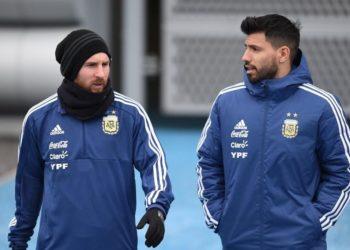 El Kun Agüero, el 10 del Manchester City, le hace un guiño a Messi