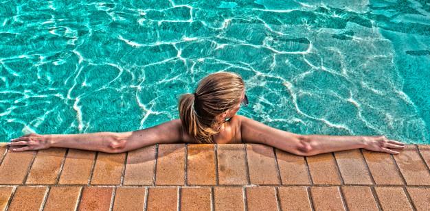 ejercicios para el abdomen en el agua