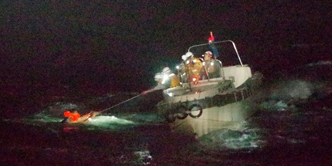 barco con tripulantes y ganado se hunde en el océano