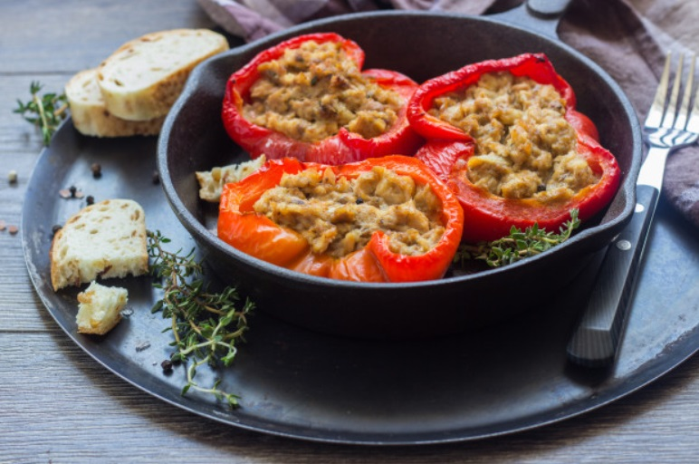 Tomates o pimientos rellenos