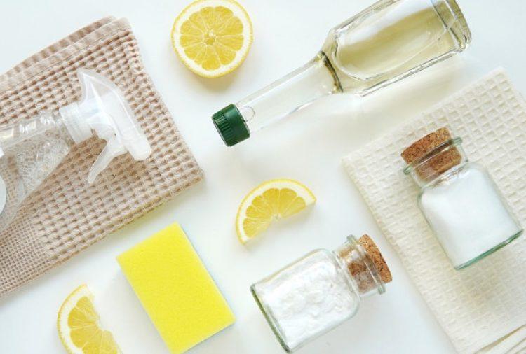 Jugo de limón y agua