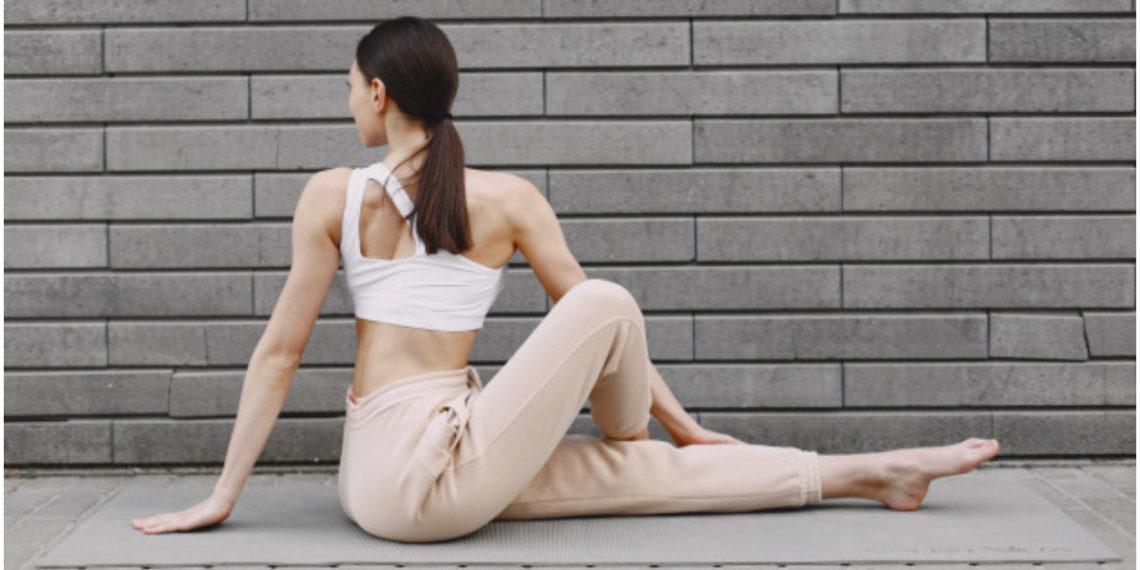 Ejercicios en la pared para piernas y glúteos. Foto: Freepik