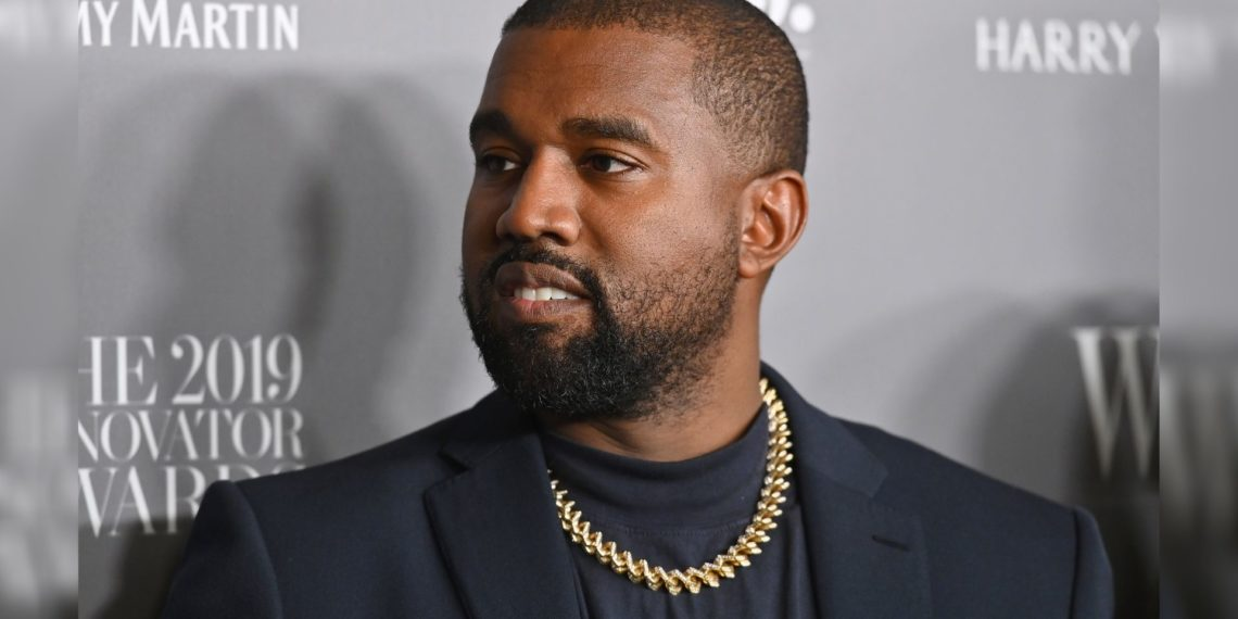 Kanye West sube un video orinando un Grammy
