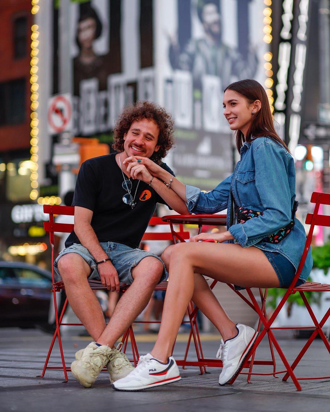 Luisito Comunica y su novia