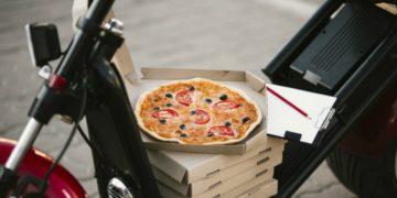 Repartidor de pizza de 89 años recibió propina de 12.000 dólares
