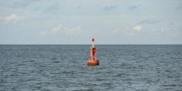 Encuentran a una mujer flotando a la deriva