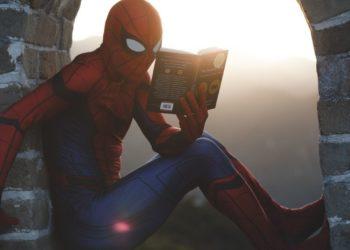 profesor se disfraza de Spider-Man