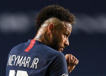 Neymar da positivo por COVID-19, informa prensa francesa