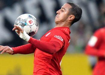 Thiago Alcántara es baja del Liverpool por COVID-19