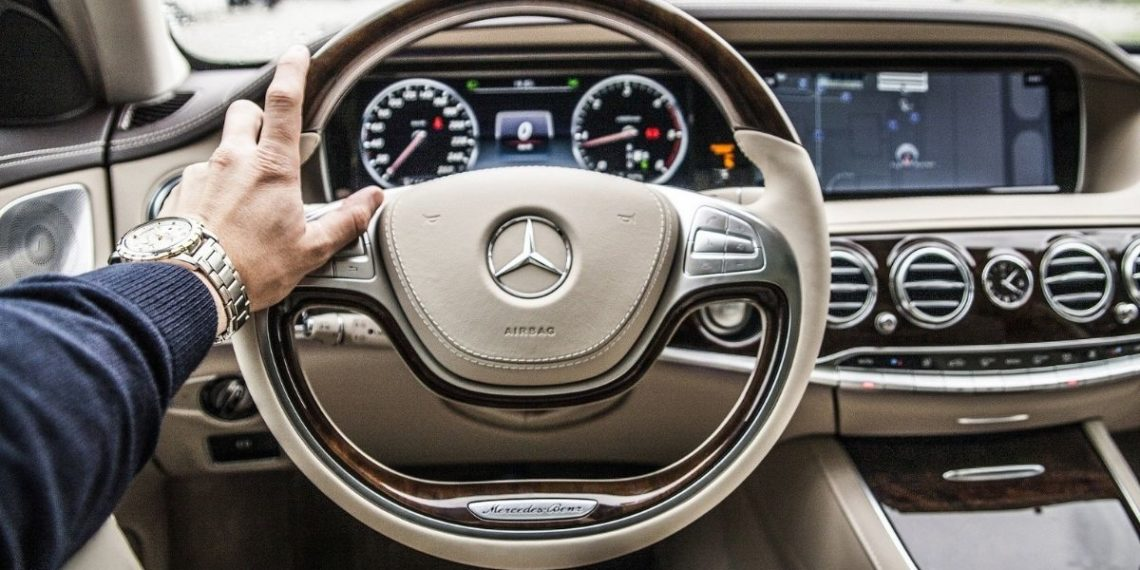 Un humilde carpintero se gana un Mercedes Benz en Colombia