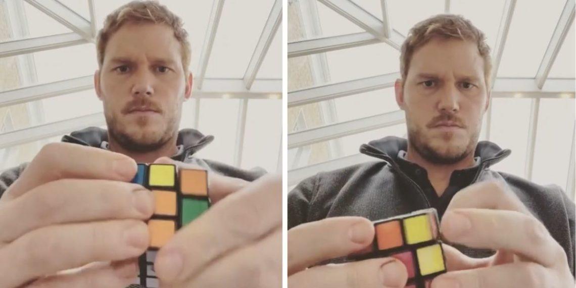 Chris Pratt resuelve un cubo de Rubik