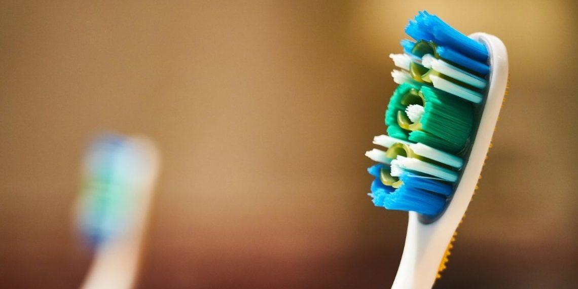 Cepillo de dientes en el estómago