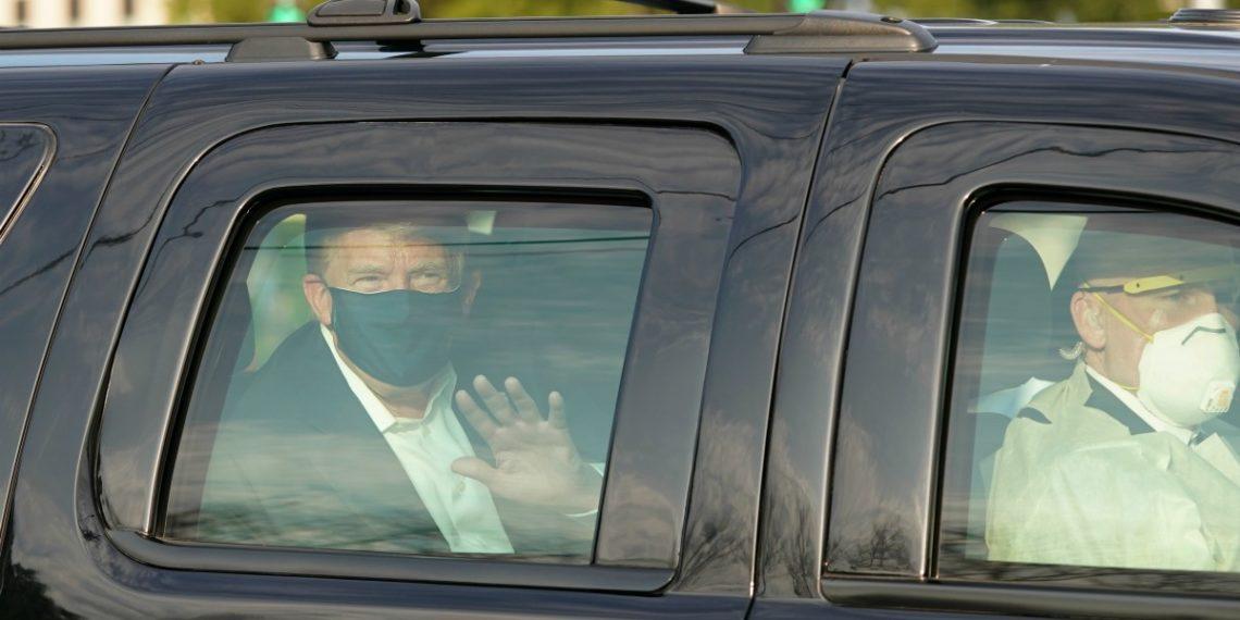 Trump aparece al público tras diagnóstico de COVID-19