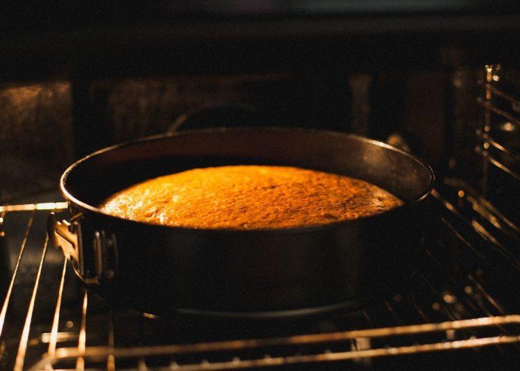 Pastel de vainilla en el horno