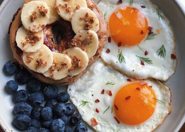 Guía de recetas de desayunos caseros sencillos con huevo