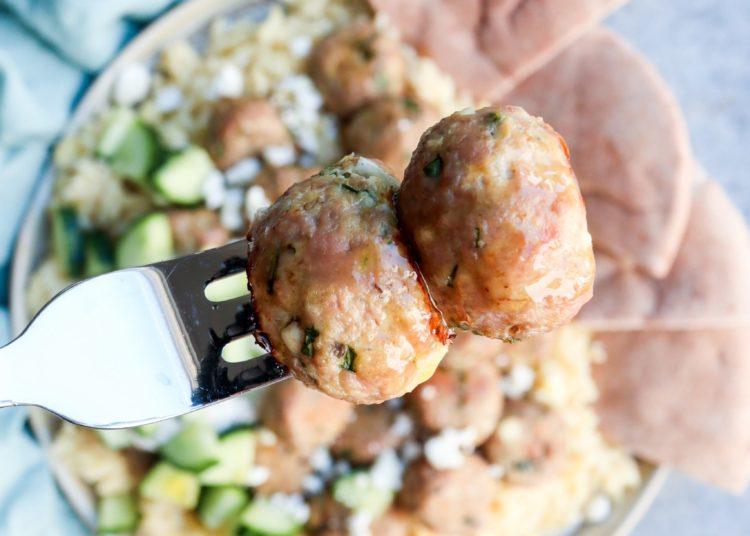 Albóndigas de pavo molido con pepino y espinacas