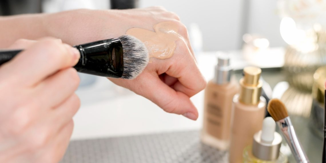 Cómo aplicar la base de maquillaje