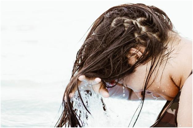 poner shampoo
