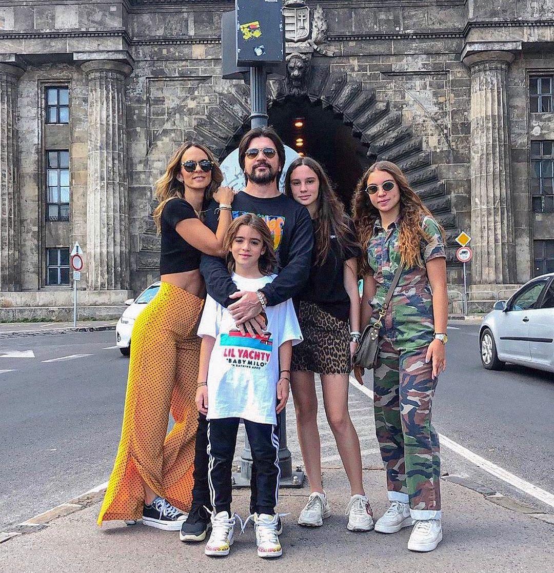 Juanes y su familia