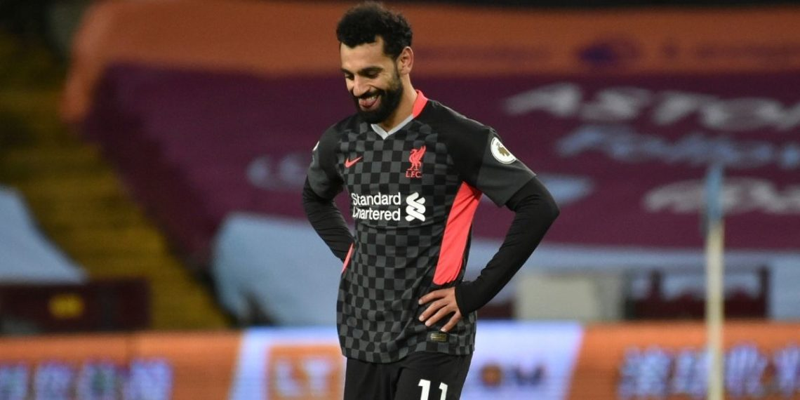 Mohamed Salah defiende a un indigente de acosadores en una gasolinera