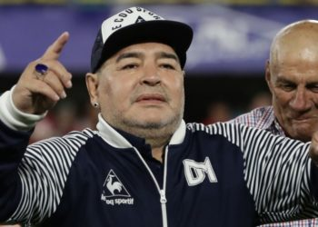Aíslan a Maradona por contacto estrecho con positivo por COVID-19