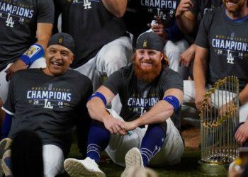 Justin Turner da positivo por COVID-19 y aun así celebra con los Dodgers