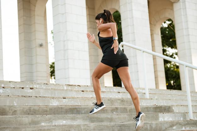 ejercicios glúteos en escaleras