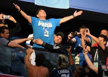 El golazo a un niño sin piernas y otras grandes polémicas de Maradona