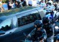 Habla uno de los hombres que se tomó foto con el cuerpo de Maradona