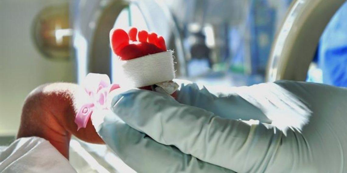 acusan a enfermera de asesinar a varios bebés en Inglaterra
