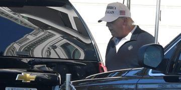 Trump vuelve a jugar golf y aún no reconoce derrota ante Biden