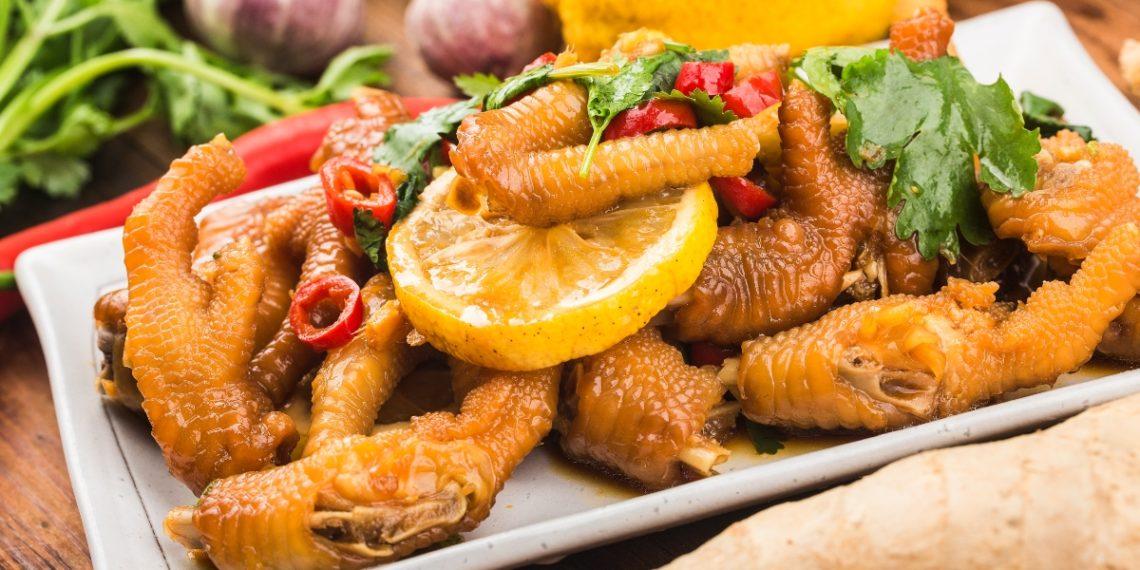 Beneficios de comer patas de pollo. Foto: Freepik