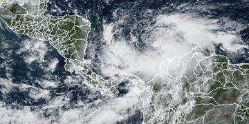 El huracán Iota sube a categoría 4