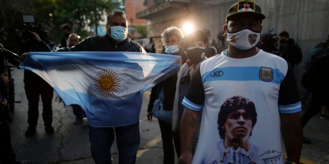 """Maradona seguirá internado al presentar """"cuadro de abstinencia"""""""