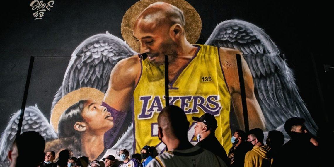 Kobe Bryant entre los fallecidos que más dinero ganan, según Forbes