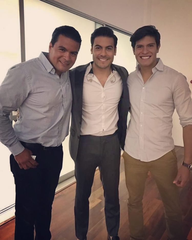 hermanos de carlos Rivera