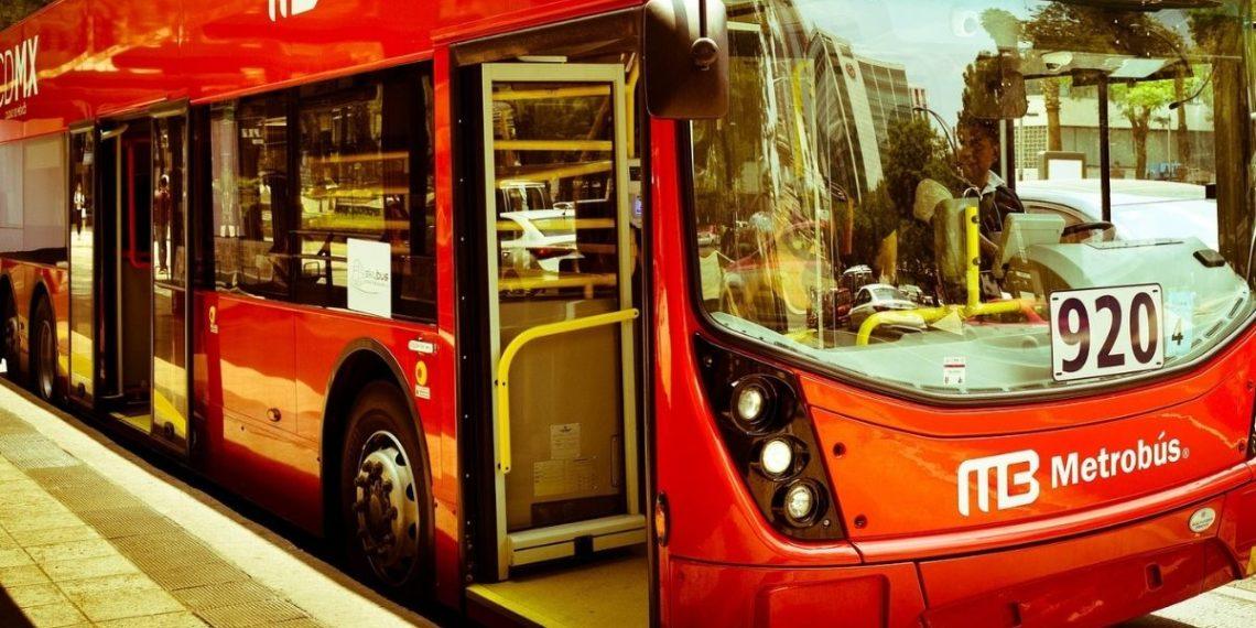 mujer racistas autobús