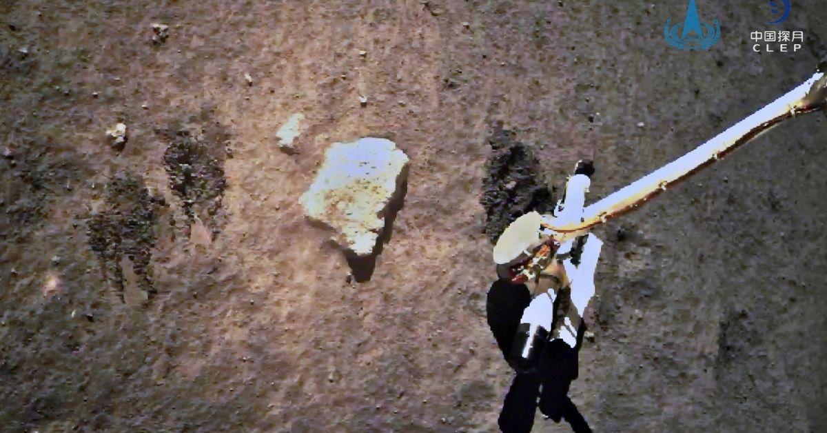 Sonda espacial de China logró recolectar con éxito unas muestras de roca de la Luna