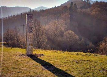 Monolito de metal captado en Rumania. AP