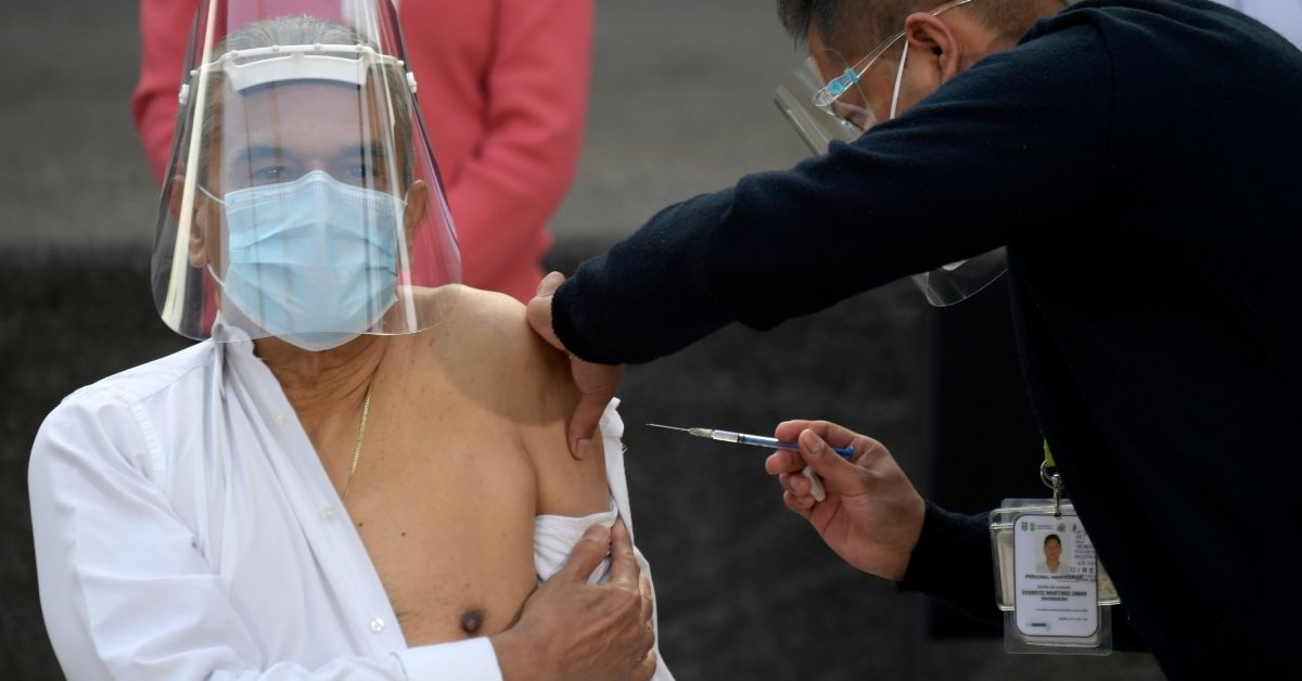 La primera jornada de vacunación en su primera fase protegerá al personal de salud que lucha contra el avance del virus.
