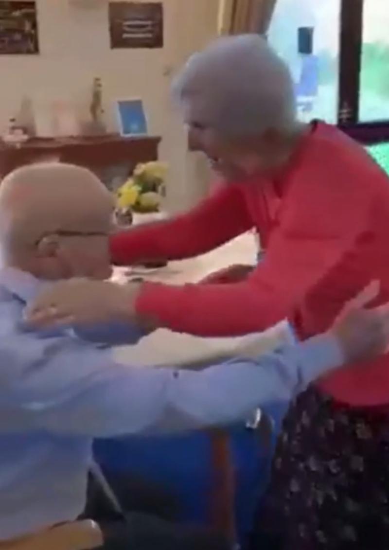 Separados por la pandemia esta pareja de abuelitos se vuelve a encontrar