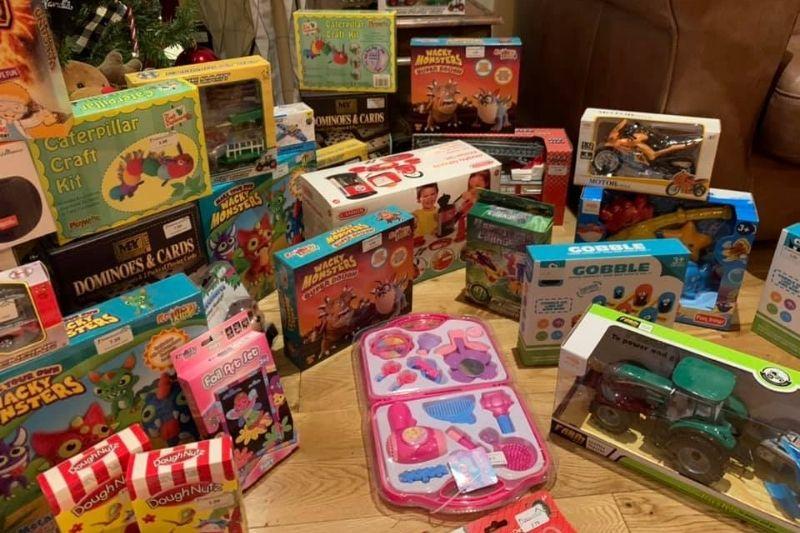 Empresarios compran juguetes
