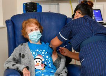 Margaret Keenan, la primera persona del mundo en recibir vacuna contra el COVID-19