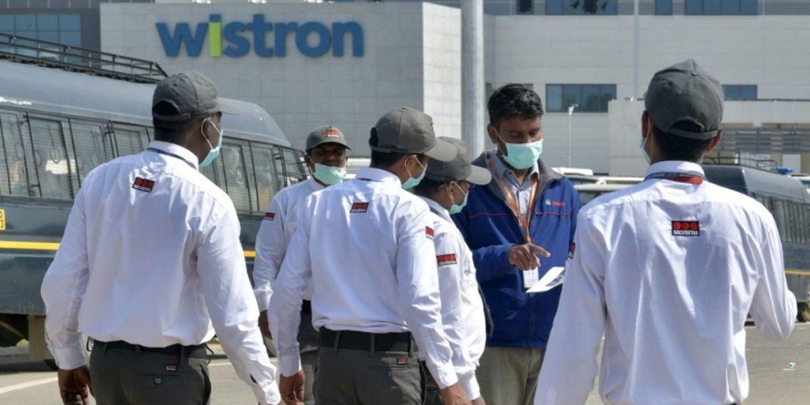 Trabajadores saquean una fábrica de iPhone en India