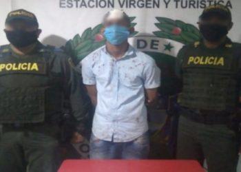 Hombre evita robo tras lanzar un cilindro de gas a ladrón armado