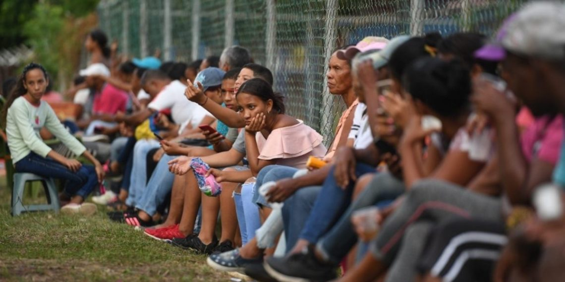 Colombia excluirá de la vacunación del COVID-19 a los venezolanos