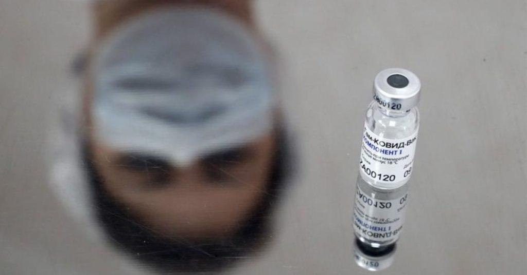 AstraZeneca y Rusia realizarán ensayos de vacunas del coronavirus.