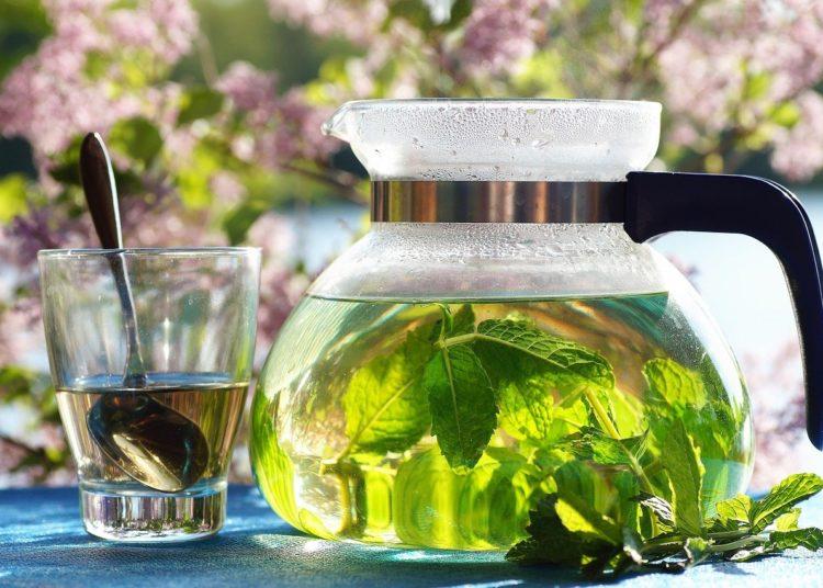 Recetas de bebidas caseras con té o infusiones que son naturales