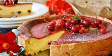 Cómo hacer una cheesecake de frutos rojos americana (con frutilla)