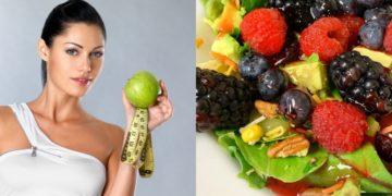 Ensalada con frutas y vinagreta dulce y lechuga